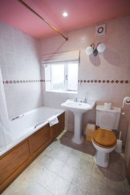 Danebury-Lodge-2nd-bathroom-266x400